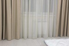 Красивые шторы в спальне крупно драпировка