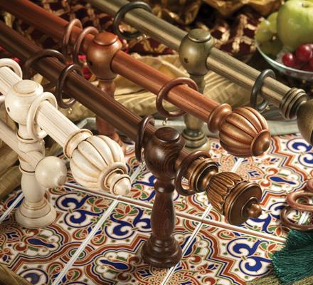 Деревянные карнизы актуальны в большей степени для классических решений оформления квартиры