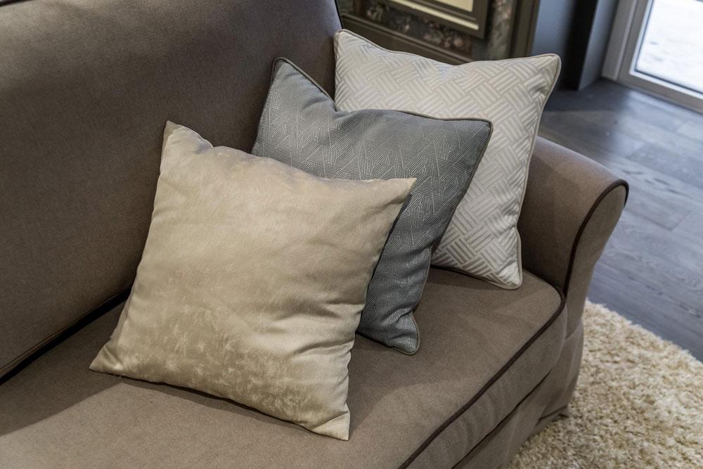 Подушки для мебели из высококачественных тканей современного дизайна