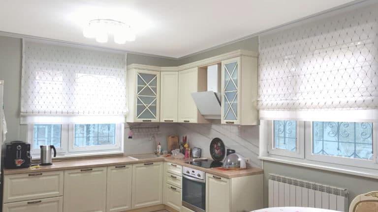 Римские-шторы-для-кухни-прозрачные
