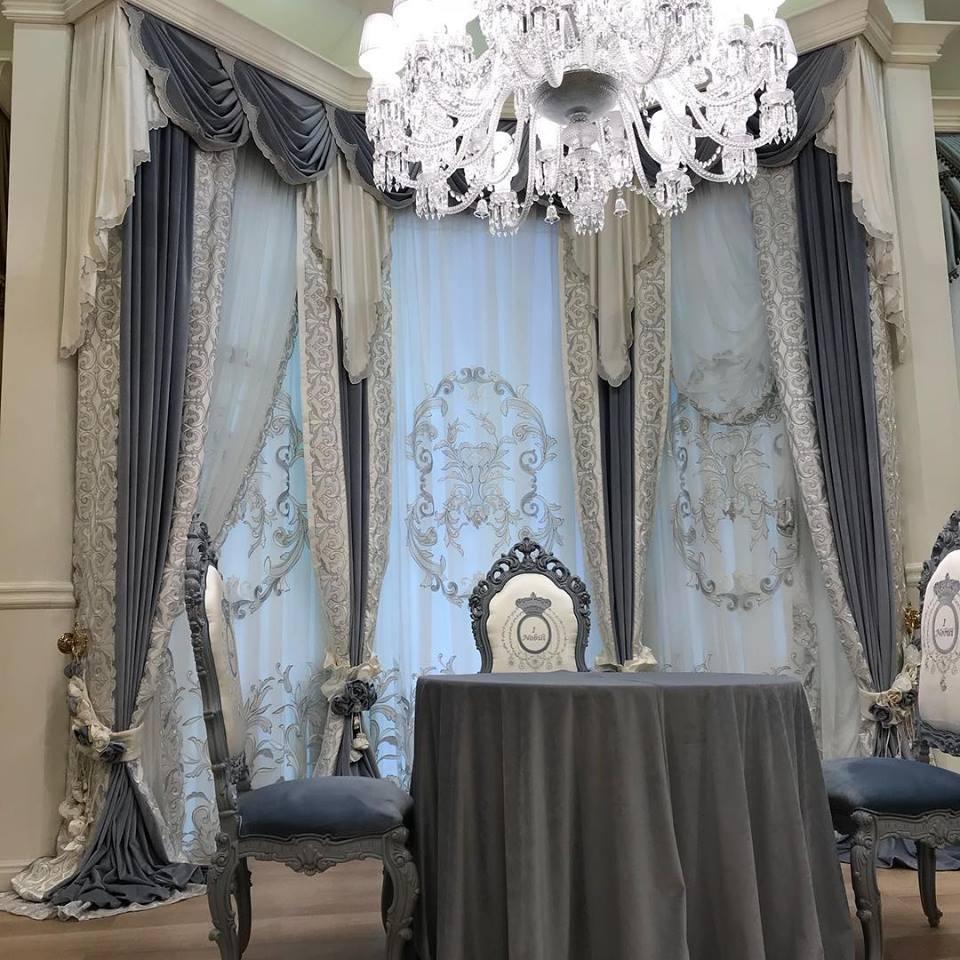 Шторы с ламбрикеном в гостиной скатерть и стулья