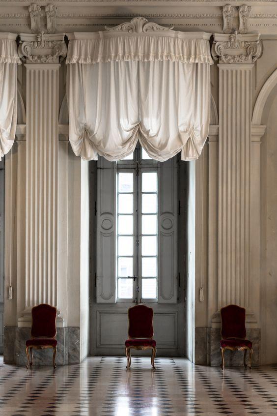 Шторы классика на высокие нестандартные окна-двери