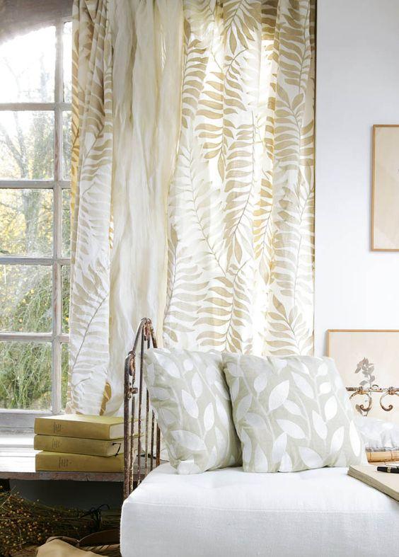 шторы в спальне растительный принт