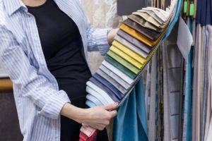 Дизайнер штор с тканями