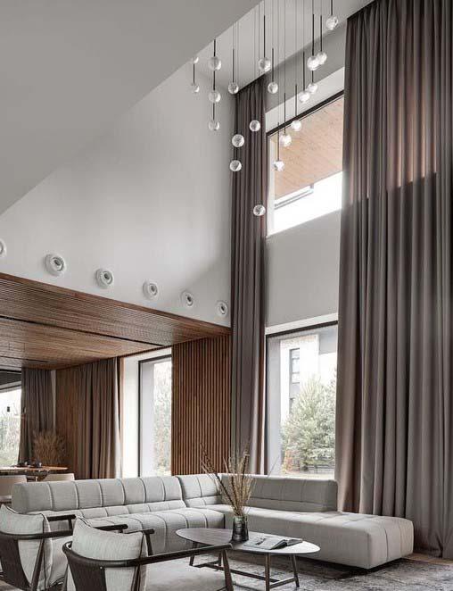 шторы второй свет высокие в загородном доме в Москве