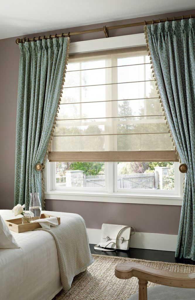 Римская штора в композиции классических штор в спальной коснате