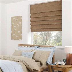 Римские шторы blackout в спальню коричневые