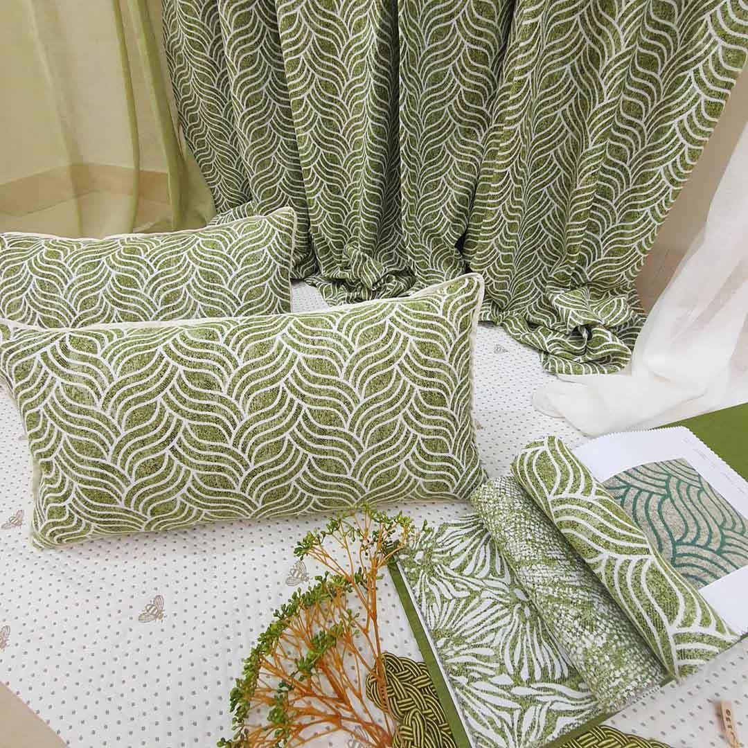 Подушки декоративные в зеленом растительном орнаменте