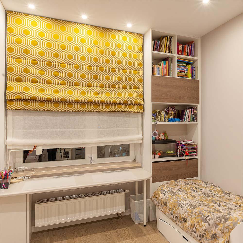 римские шторы для мальчика в детской комнате