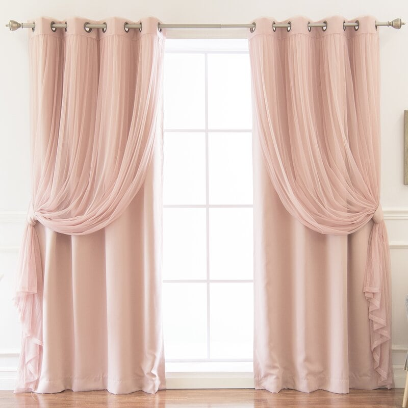 шторы в женскую спальню