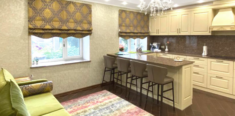 Римские-шторы-на-кухню-на-в-частный-дом